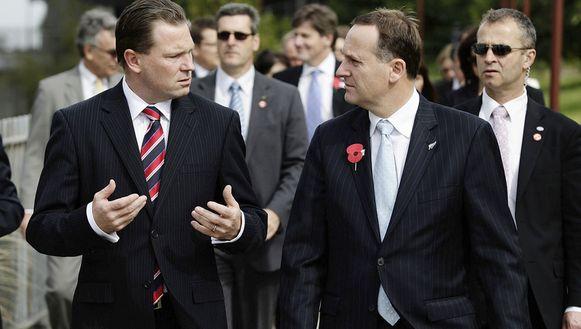 Nathan Rees, premier van Nieuw-Zuid-Wales (rechts)