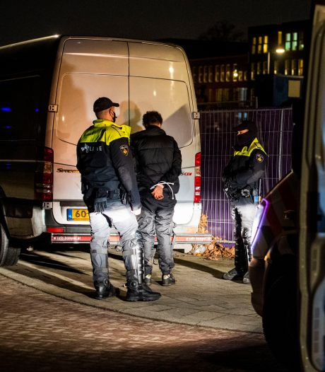 Rotterdam op scherp: massaal aanwezige politie drukt rellen de kop in