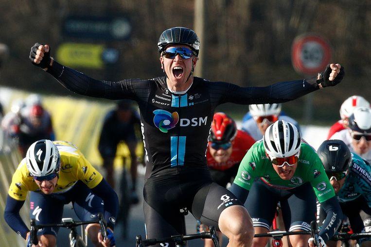 Cees Bol laat de voltallige concurrentie ver achter zich in de massasprint van de tweede etappe van Parijs-Nice.  Beeld EPA