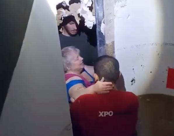 Ils n'ont pas hésité à défoncer un mur pour sauver la victime.
