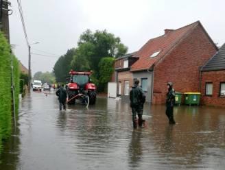 """Landbouwersfamilie pompt zoveel mogelijk water weg: """"Zij hebben ons voor erger behoed"""""""