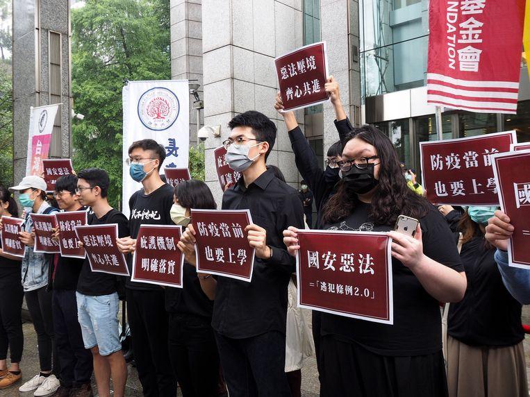 Taiwanese burgergroeperingen protesteren in Taipei tegen de controversiële Chinese veiligheidswet die Hongkong moet controleren.
