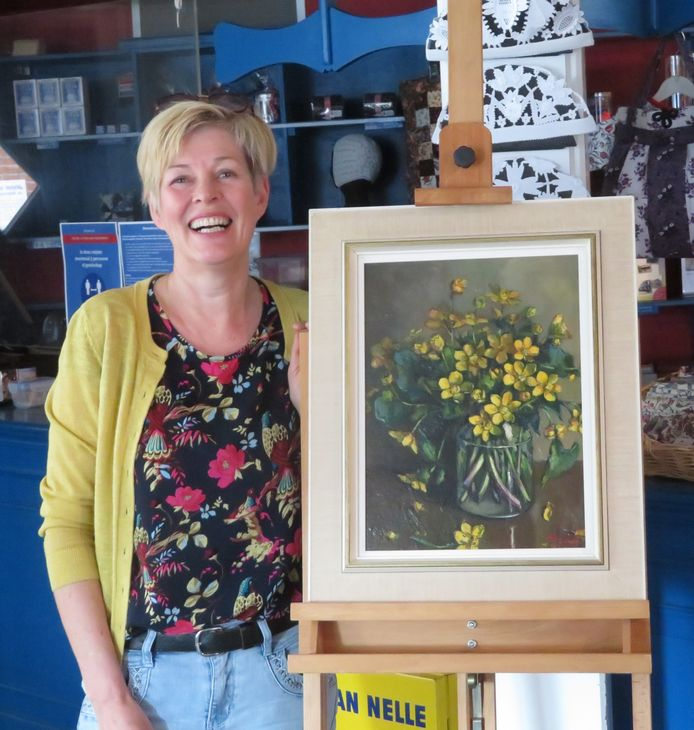 Jannemarie de Graaf schenkt het stilleven met dotterbloemen