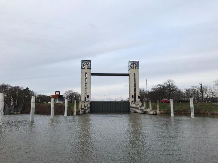 De keersluis bij Heumen is dicht. De keersluis bij Heumen werd in 2013 in gebruik werd genomen