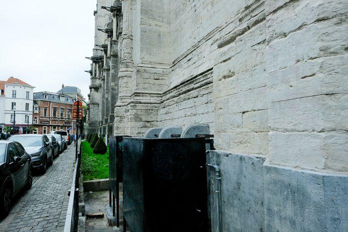 Openbaar urinoir aan de Sint-Katelijnekerk