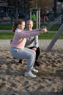 4. Schommel squat-pulls