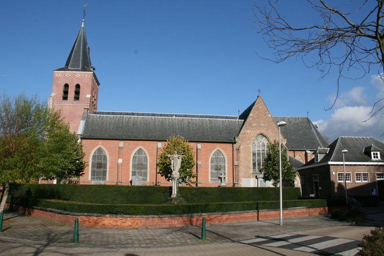 Sint Jacobus de Meerdere kerk, in het centrum van Kapellen, kan blijven voor de erediensten.