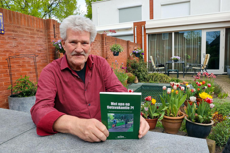 Ben Saris heeft een boekje uitgebracht naar aanleiding van zijn fietsvakanties met zijn kleinkinderen.