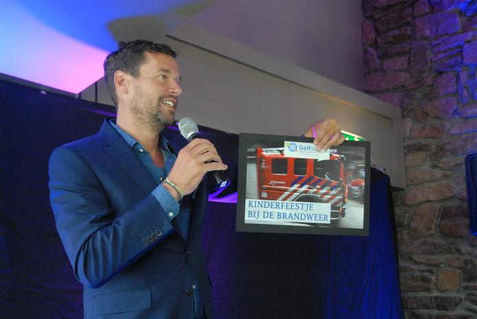Huub van Mackelenbergh aan het werk als presentator. Hij is in beeld om de nieuwe voorzitter van FC Den Bosch te worden.