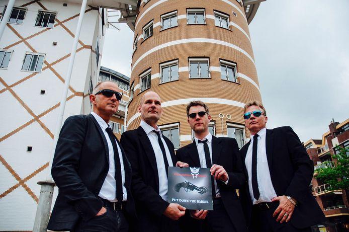Het Glazen Huis van Serious Request komt in december naar Apeldoorn en daarmee voor de eerste keer naar Gelderland. De Apeldoornse rockband Handsome Molly verbindt zich aan dit evenement met het speciaal hiervoor geschreven nummer Put down the Barrel.