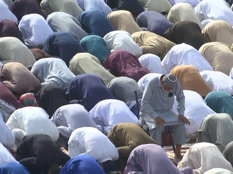 Ramadan komt ten einde met feestgebed, Eid al-Fitr begonnen