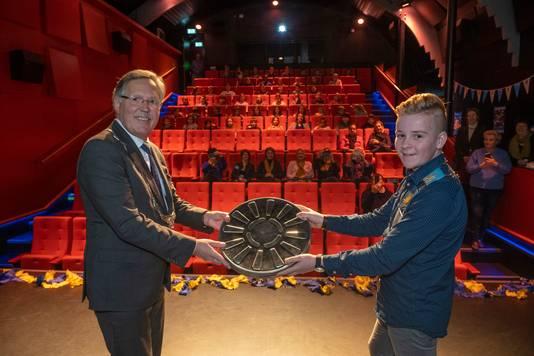 Kinderburgemeester Stan van der Wekken en burgemeester Gerard Rabelink openen het kinderfilmfestival in fiZi voorafgaand aan de eerste vertoning 's ochtends