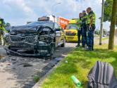 Twee gewonden bij frontale botsing tussen auto's in Deurne