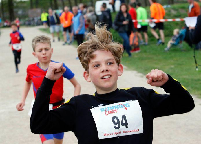 Archieffoto van een atletiekwedstrijd voor jongeren.