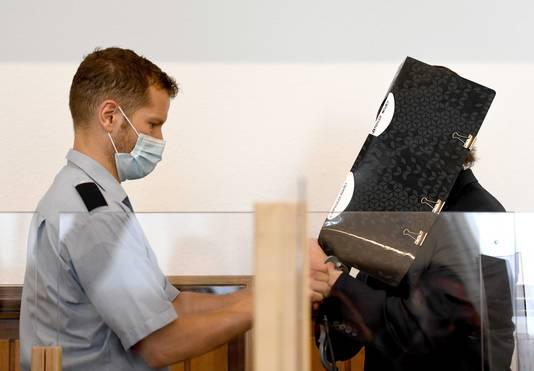 De Nederlandse verdachte sekteleider Robert B. in de Duitse rechtbank.