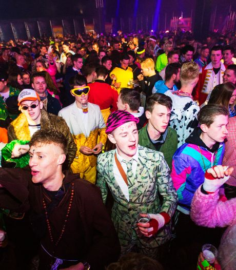 Stuiterbal viert een feestje met familiespelshow