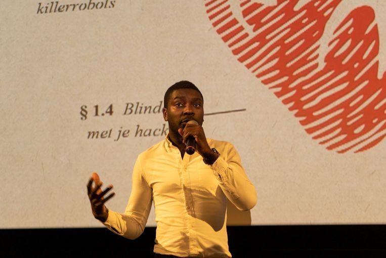 De Belgisch-Ghanese filmmaker Ben Asamoah (33) trok terug naar zijn geboorteland voor zijn docu. Beeld Max Meyer