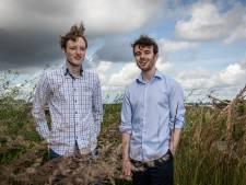 Almeloërs Frank en Wigger (25) helpen gedupeerde Airbnb-klanten geld terug te krijgen