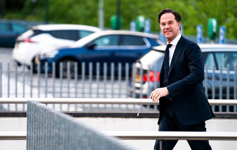 Demissionair premier Mark Rutte arriveert bij de studio van Nieuwsuur in Hilversum.  Beeld