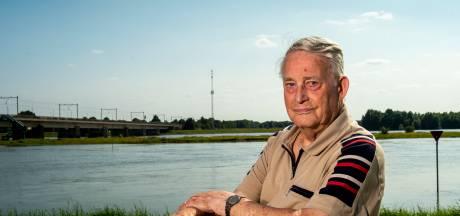Jan uit Deventer vol frustratie over aangepaste zendmast voor zijn huis: 'Bang dat het zo'n opzichtig ding wordt'