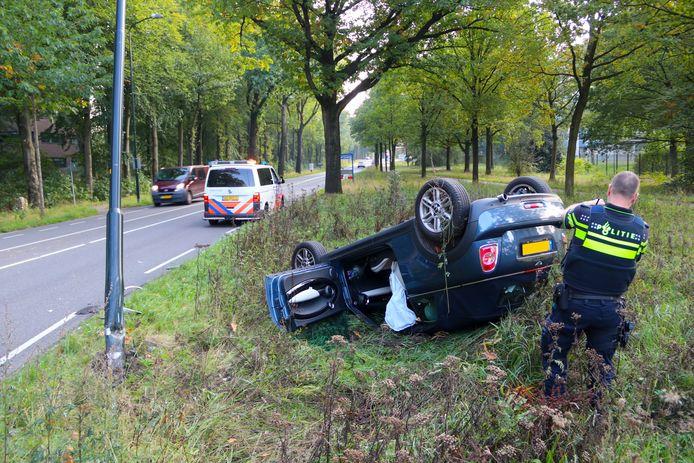 Het ongeluk gebeurde vlak voor de komgrens van Apeldoorn.
