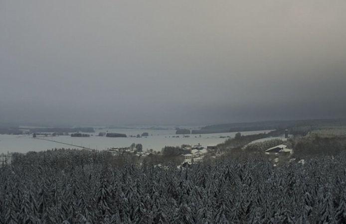 Ook Wideumont in Luxemburg kleurt wit, zo blijkt uit webcambeelden van het KMI.