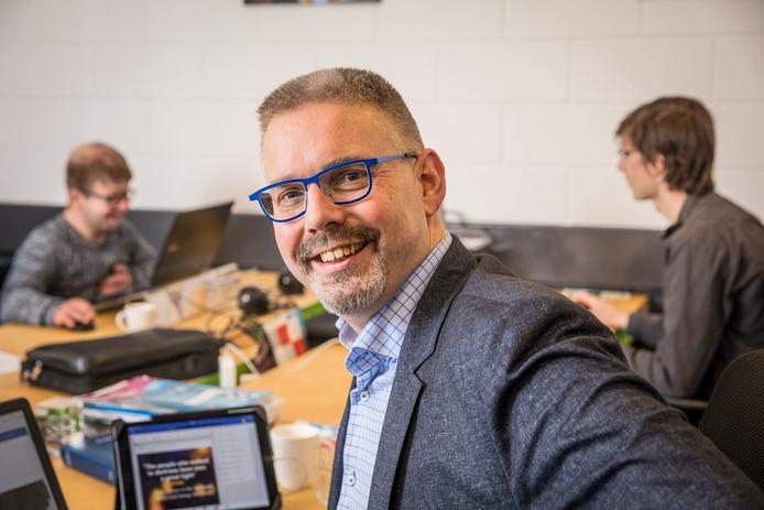 Frans de Lange op het kantoor van GlobalRize in Oldebroek.