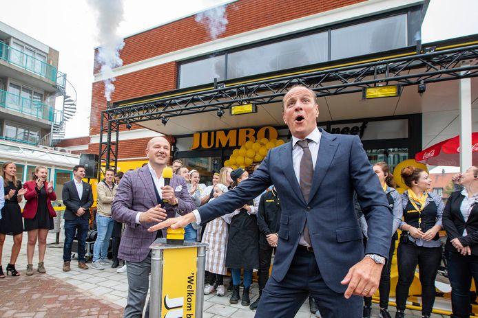 Edward Koornneef (links) bij de opening van de nieuwe Jumbo in Kwintsheul.
