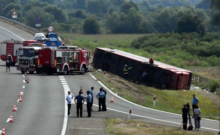De bus raakte van de weg nabij Slavonski Brod, 170 kilometer van de Kroatische hoofdstad Zagreb. Beeld via REUTERS