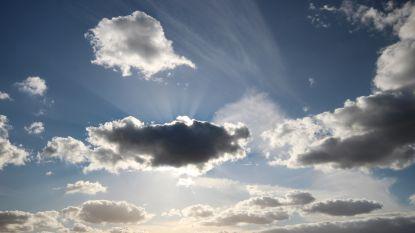 Een bewolkte start maar later vandaag opklaringen en opnieuw aangenaam warm