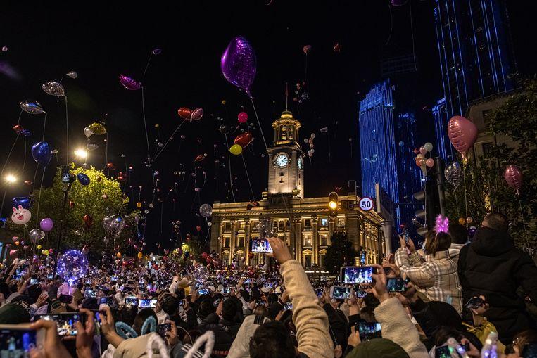 In Wuhan, de Chinese stad waar het coronavirus eerst uitbrak, werd gevierd alsof het 2019 was. Beeld EPA