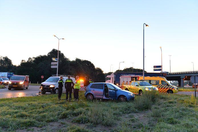 Twee voertuigen zijn op elkaar gebotst in Apeldoorn.