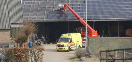 Man valt door dak bij bedrijf in Kekerdom en raakt ernstig gewond
