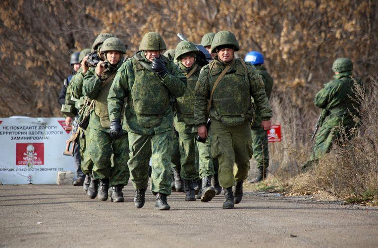 Door Rusland gesteunde Oekraïense separatisten nabij Petrivske in Oekraïne. Beeld AP