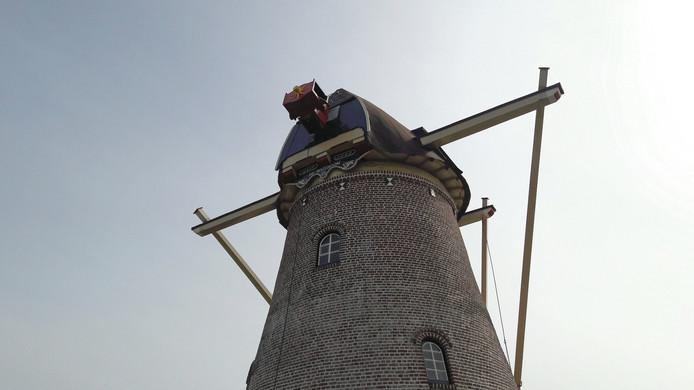 Molen De Rozeboom in Krabbendijke zonder wieken.