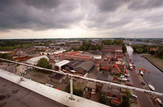 De Arkervaart met het gelijknamige bedrijventerrein.