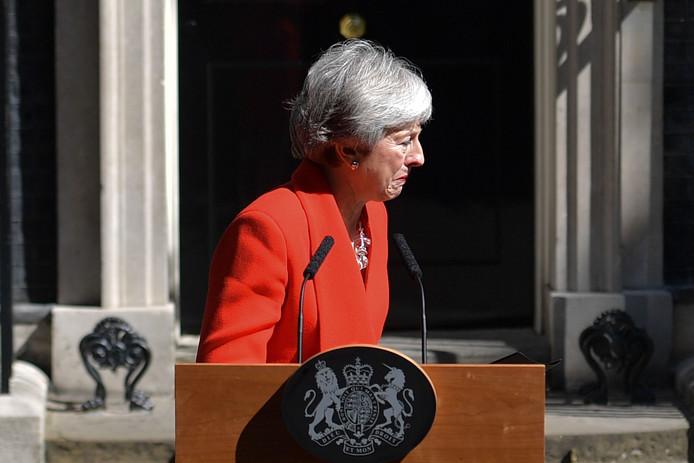 Theresa May voor de deur bij Downing Street 10.