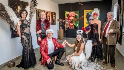 """Kunsttentoonstelling Angels, Witches & Bitches krijgt vervolg in nieuwe galerie in Oostnieuwkerke: """"Soms krijgen we wel eens te horen dat we vierhonderd jaar te laat geboren zijn"""""""