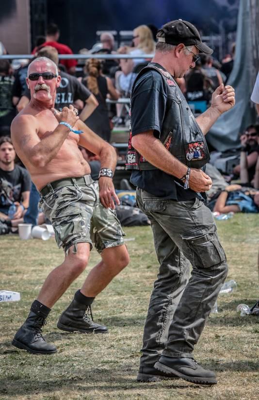 Luchtgitaar spelen, ook dat hoort bij het festival.