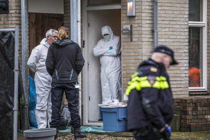 De forensische recherche doet in februari 2020 onderzoek in de woning van de omgebrachte Marjolein.