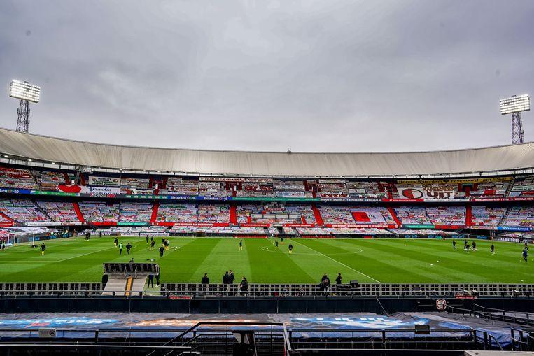De KNVB en koepelorganisatie Eredivisie CV denken dat door de lege stadions het totale verlies van de eredivisieclubs dit seizoen kan oplopen tot 150 miljoen euro als seizoenkaarthouders en sponsoren massaal geld gaan terugvragen.  Beeld Pro Shots / Kay int Veen