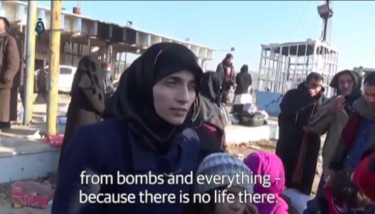 Bana en Fatemah Alabed tijdens een kort interview voor Qasioun News.  Beeld Screenshot The Guardian