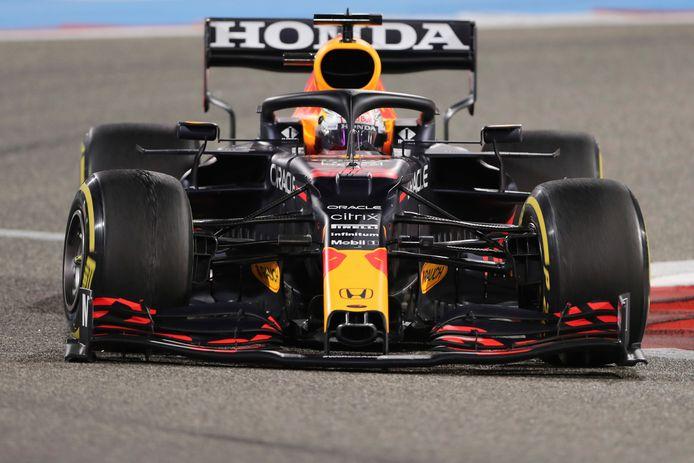 Max Verstappen stuurt zijn RB16B over het circuit in Bahrein, waar hij afgelopen weekeinde tijdens de eerste Grand Prix als tweede eindigde.