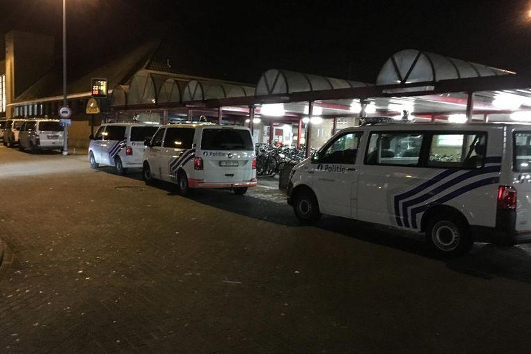 De politie kwam massaal afgezakt naar het station.