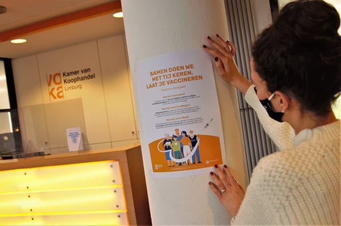De sensibiliseringscampagne steunt op de slagzin 'Samen doen we het tij keren, laat je vaccineren'.