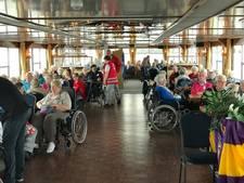 Honderd ouderen genieten van uitstapje met Lionsclub