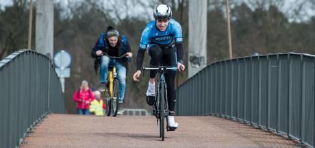 In beeld: lopen, fietsen en schaatsen bij Winter Triatlon Twente