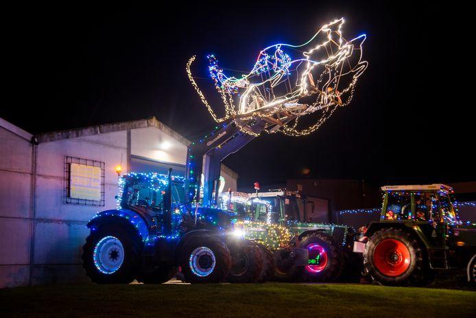 De Landelijke Gilde van Oosterzele sluit haar 100ste feestjaar ad met een verlichte tractorentocht.