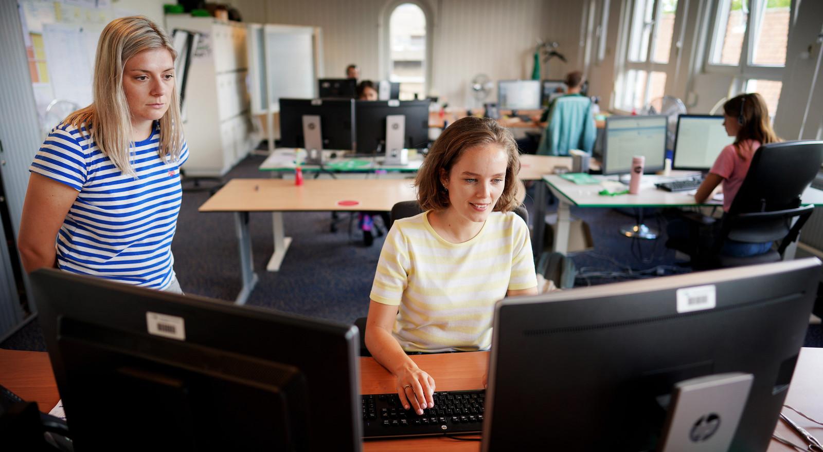 Bron- en contactonderzoekers van de GGD Rotterdam hebben hun handen vol aan de onderzoeken.