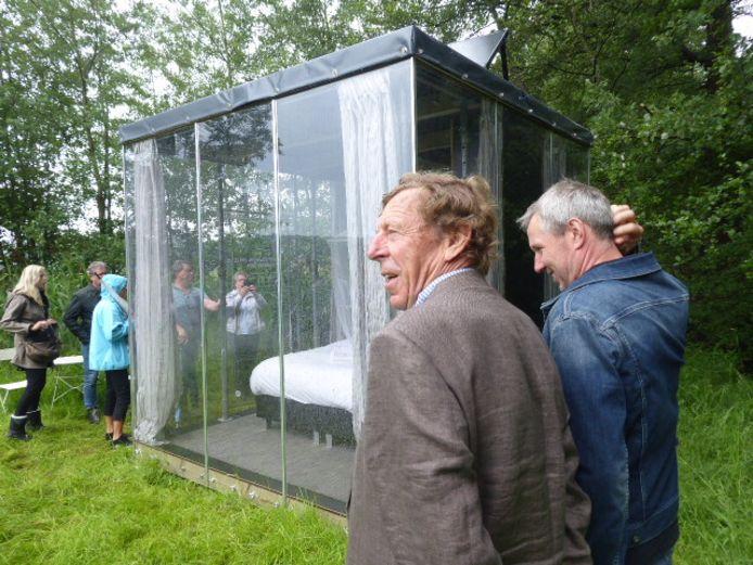 De glazen huisjes midden in de afgelegen natuur in Boxtel. Een unieke overnachtingsplek tussen reeën en konijntjes.